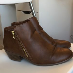 Shoes - Brown zippered booties